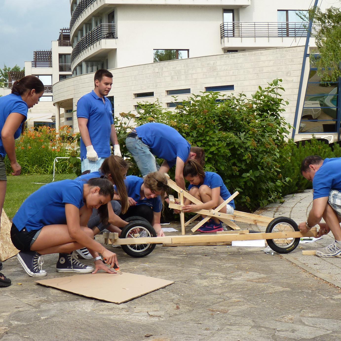 TeamSuccess - Outdoor Csapatépítés - Programok - Szappantartó futam - autóépítés és verseny